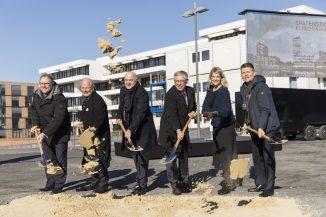 Staatsrat Ekkehart Siering, Wolfrat Voigt, Kurt Zech, Bürgermeister Carsten Sieling, Caroline Nagel (COBE Architekten), Senator Joachim Lohse (c) Jakob Weth