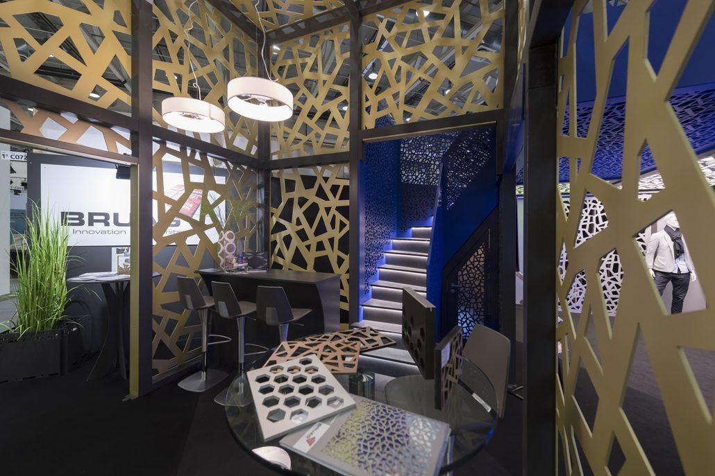 Lasergeschnittene dekorative dekorative Holz- und HPL-Elemente können jetzt flammhemmend ausgerüstet werden. Bild: Bruag AG