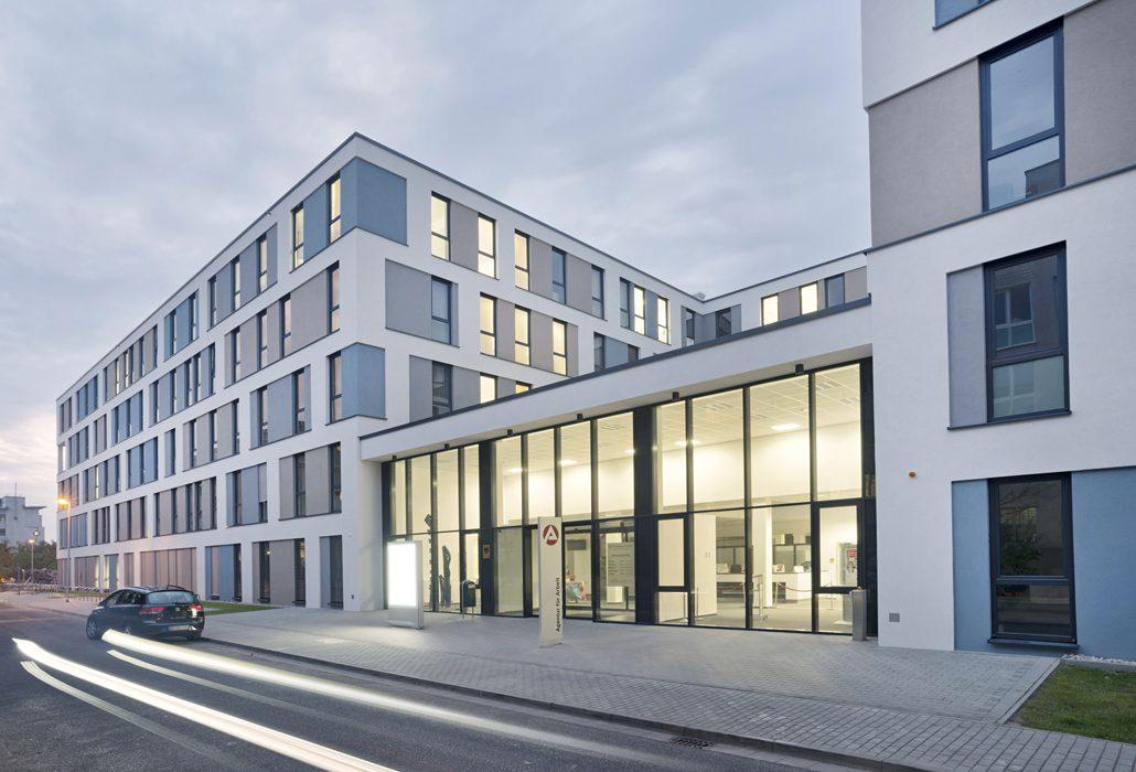 Öffentliche Bauentscheider fordern RAL-Gütezeichen wie hier bei einer Arbeitsagentur in Stahlsystembauweise. Foto: BMF/© KLEUSBERG Modulares Bauen – Fotograf Rüdiger Mosler