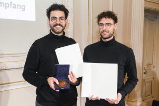 David Kerrom und Luca Mathias Hupfer (v.l.), Preisträger des AIV-Schinkel-Wettbewerbs 2019. (c) Sebastian Semmer/AIV