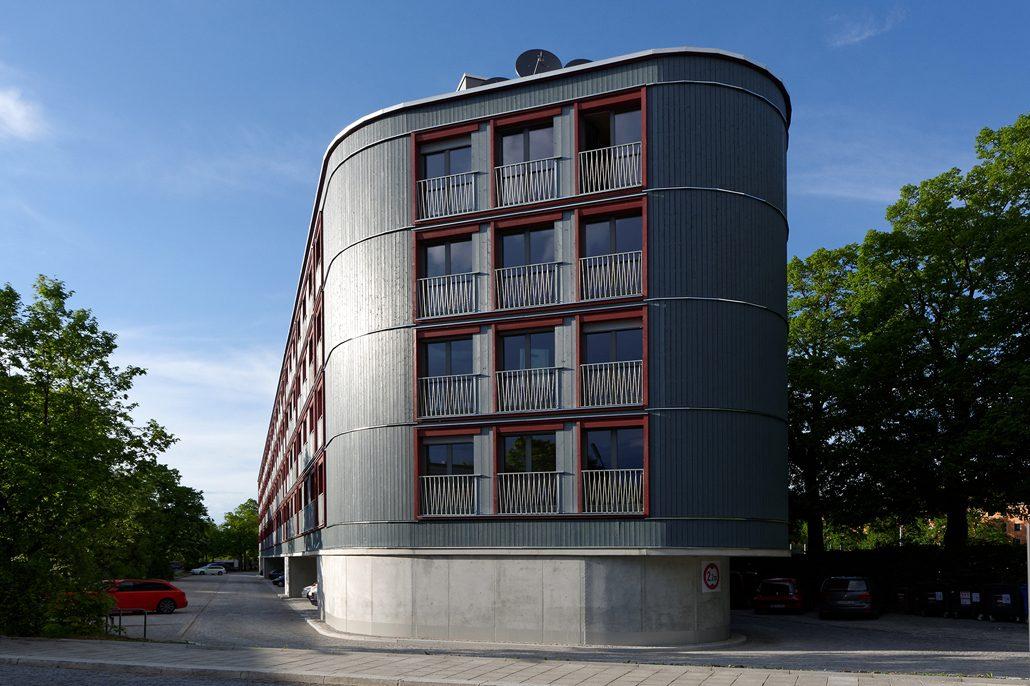 Die öffentlichen Parkplätze unter dem Wohnhaus können wieder genutzt werden, Foto: Roland Weegen