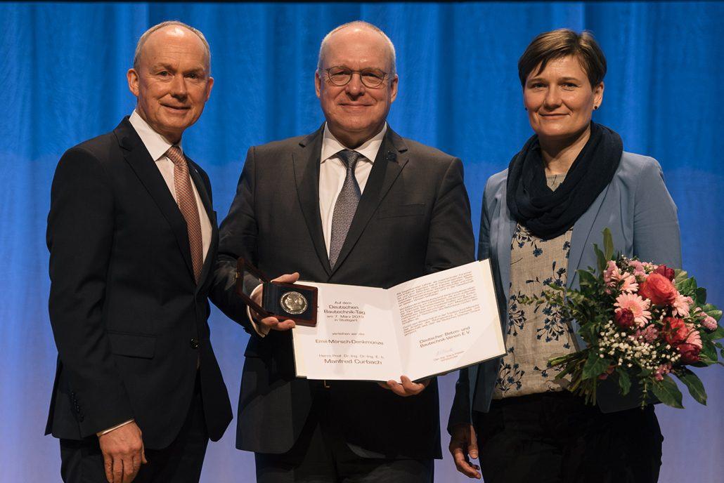 Dr. Matthias Jacob, Professor Manfred Curbach, Diana Hellwig (v. l. n. r.) Bildrechte: © DBV/Dariusz Misztal