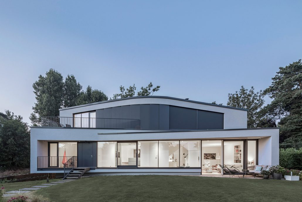 Der Entwurf lehnt sich an die Geometrien der Bestandsgebäude an, die alle leicht organisch ineinander versetzt sind. Foto: Roland Borgmann, Münster.
