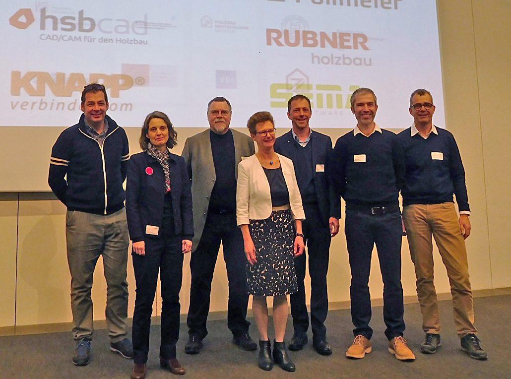 Holzbau 19 - Referenten: Dr. Michael Merk, Prof. Annette Hafner, Markus Bernhard, Ulrike Klar, Josef Huber, Stefan Mayerhofer, Konrad Merz (v.l.n.r.) (c) Hochschule Augsburg