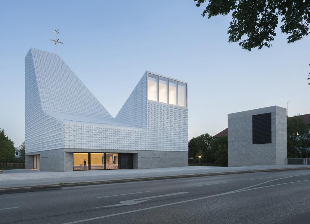 Siegerprojekt des Wettbewerbs GEPLANT+AUSGEFÜHRT: Das Kirchenzentrum Seliger Pater Rupert Mayer in Poing. Foto: Stadtkrone Foto: Florian Holzherr
