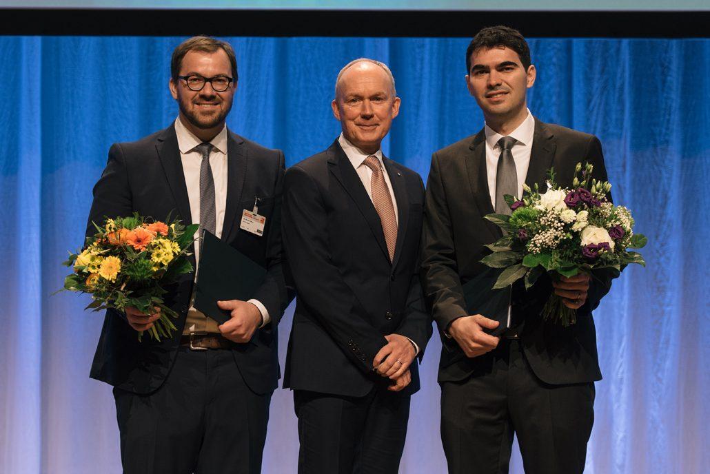 Preisverleihung des Rüsch-Forschungspreises Dr. Claßen, Dr. Jacob, Dr. Accosta Urrea (v. l. n. r.) Bildrechte: copyright DBV/Dariusz Misztal