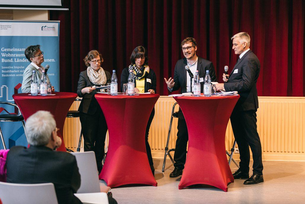 Podium mit Erfahrungsberichten aus der Praxis © DV, offenblende