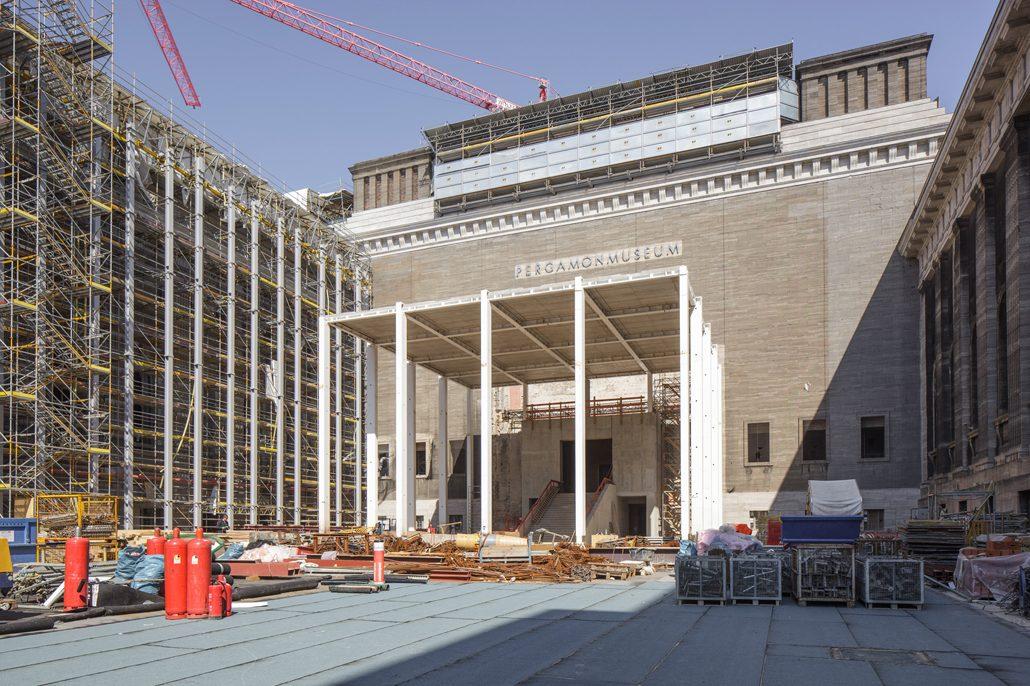 Der im Rohbau fertiggestellt Tempietto dient künftig als zentral gelegener Zugang zum Pergamonmuseum. Quelle: BBR / Peter Thieme
